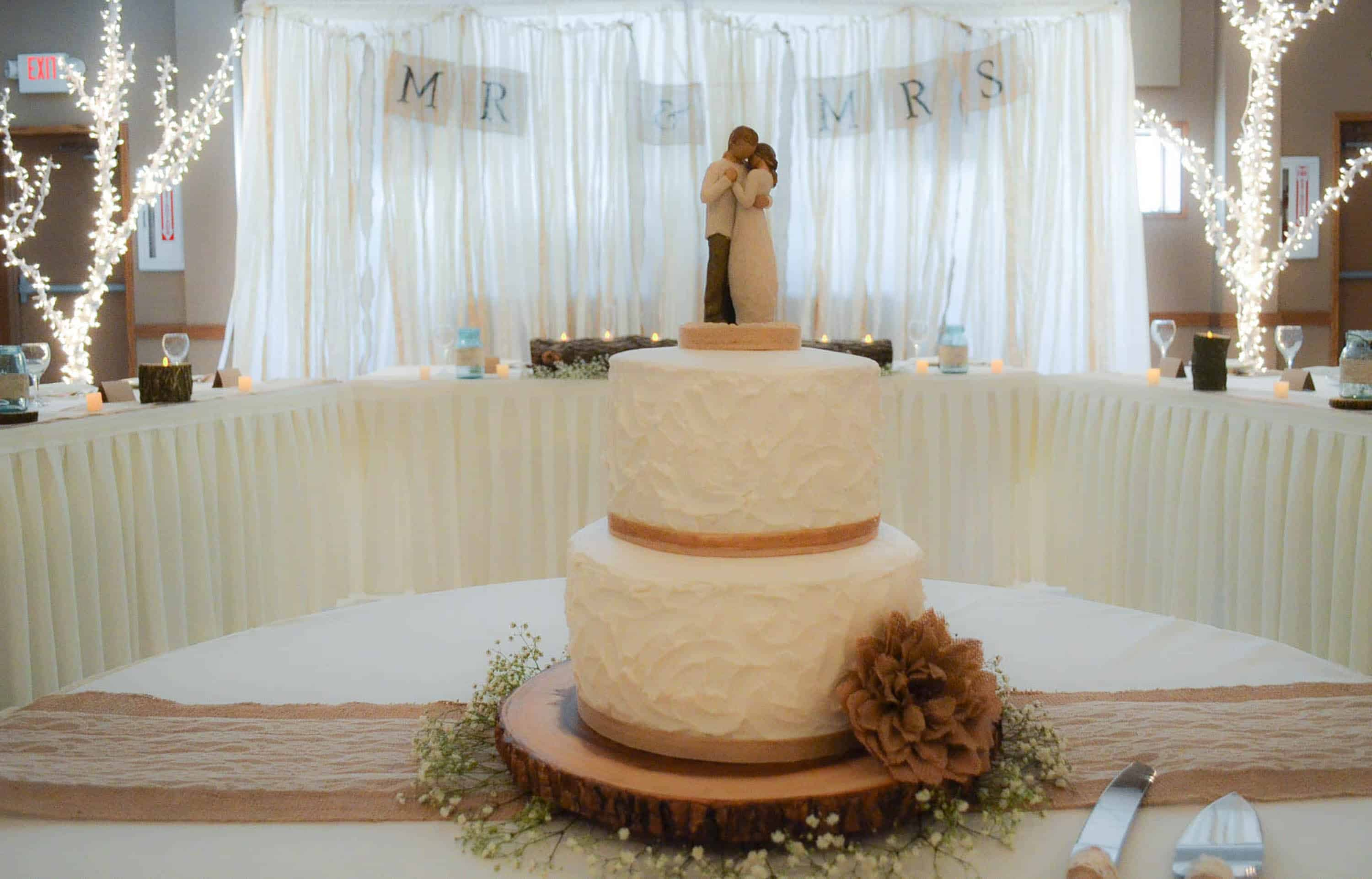 Head Table I Like The Cake Behind The Head Table So You: Burlap And Lace Country Wedding Decorations