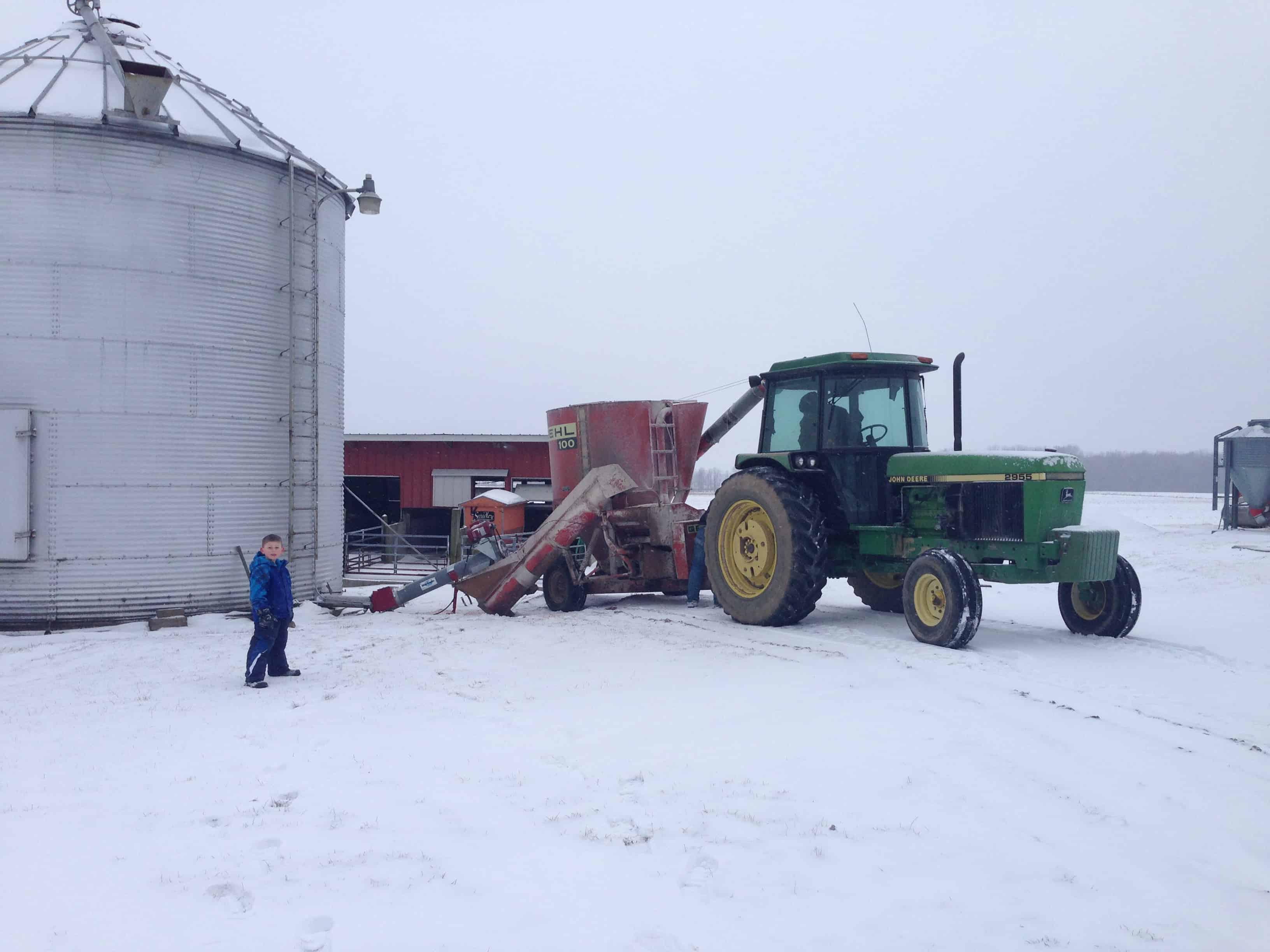 filling grinder with corn