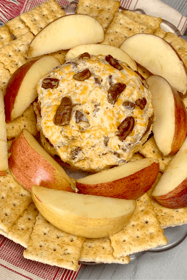 Snack with apples and cheddar cheese and pecans