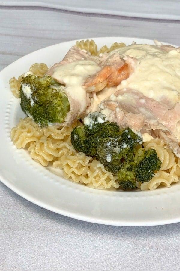 turkey and broccoli with mozzarella cheese sauce