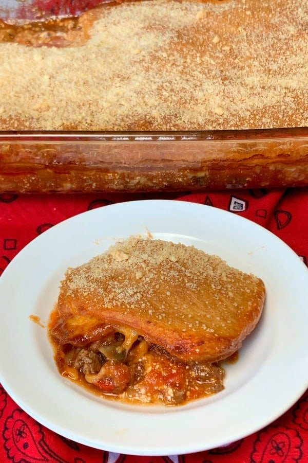 Upside down pizza casserole - We love how meat and vegetables are the flavors that stand out. I really like bread as an accent piece and it plays that role perfectly in this casserole.