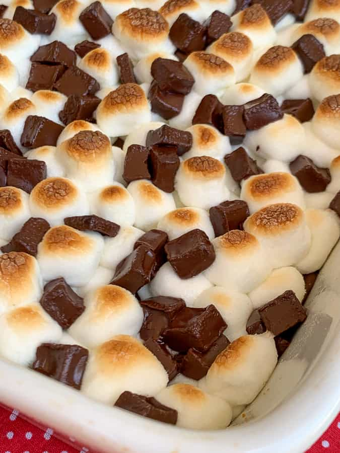Toasted marshmallows and dark chocolate chunks on smores bars