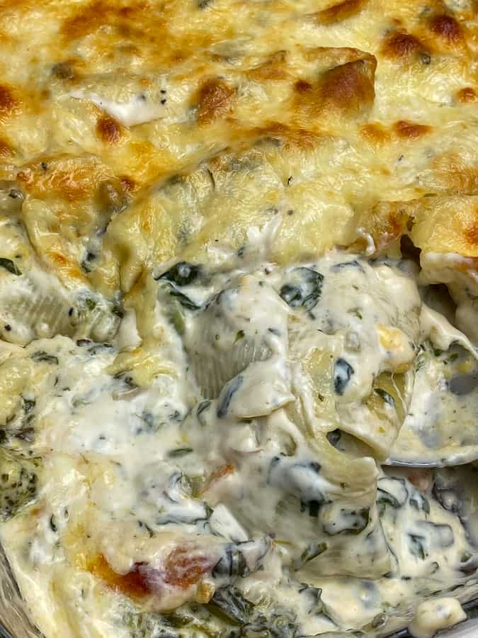 Cheesy and creamy stuffed shells with spinach and vegetables