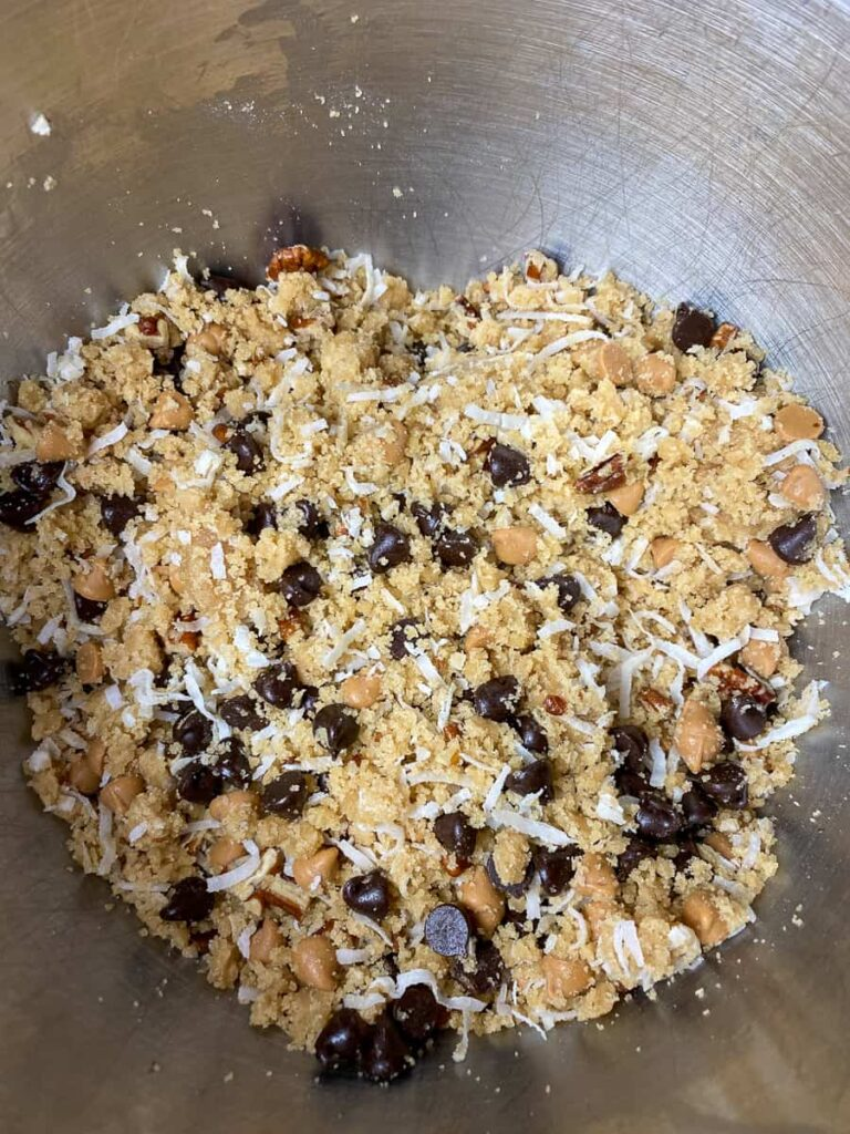 Brown sugar, coconut and pecan filling with baking chips